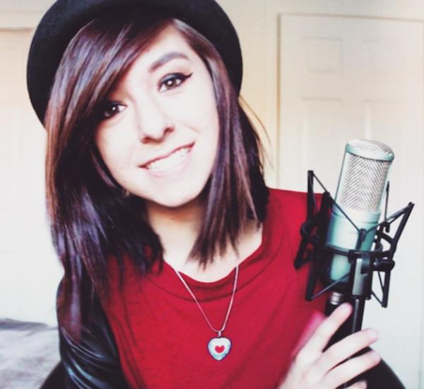 出典:http://static.lakana.com/media.fox4news.com/photo/2016/06/11/christina-grimmie-gives-her-fans-sneak-peek-cliche-her-birthday-alt_1465627259725_1423755_ver1.0.png